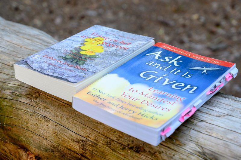 Vraag en het wordt gegeven - Esther Hicks - Boekreview