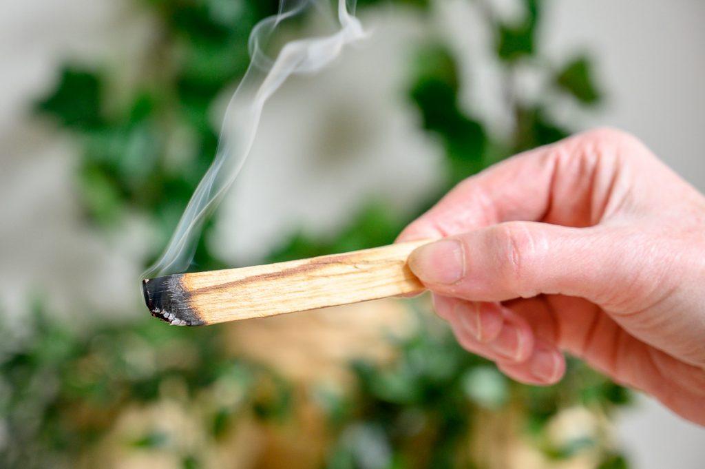Heilig hout gebruiken in 3 stappen